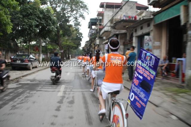Đoàn roadshow diễu hành trên các tuyến phố