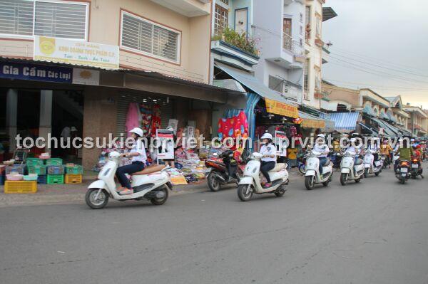 Đoàn xe đi qua các tuyến đường tại các tỉnh thành lân cận TP.HCM