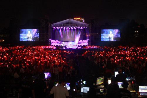 live show nhóm nhạc  JYJ tại quân khu 7