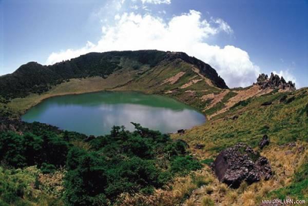Hồ trên đỉnh núi Hallasan