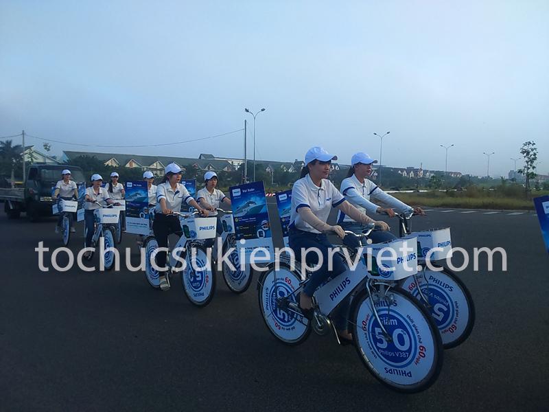 Đoàn Roadshow diễu hành qua các tuyến đường chính