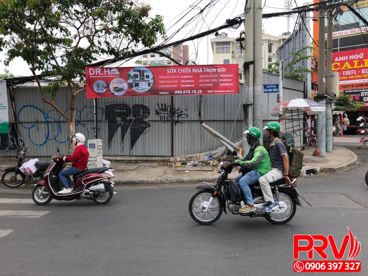 treo banner đường phố