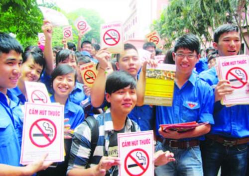 treo băng rôn chống tác hại của thuốc lá